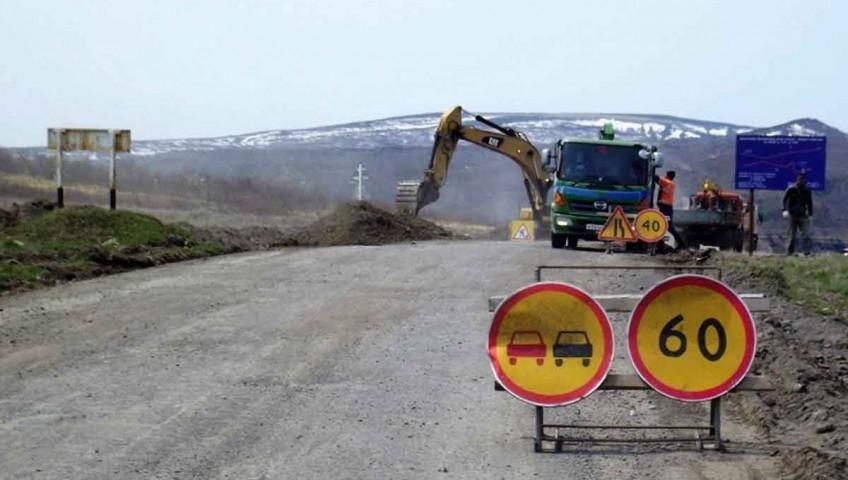 Геотекстиль при укладке дороги на Курилах
