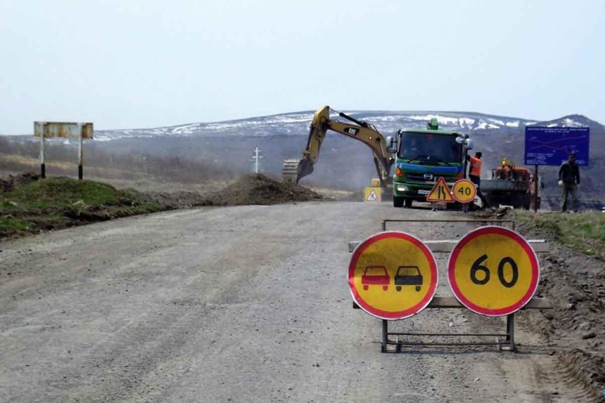 Началась реконструкция и укладка геотекстиля на дороге Курильск — Буревестник
